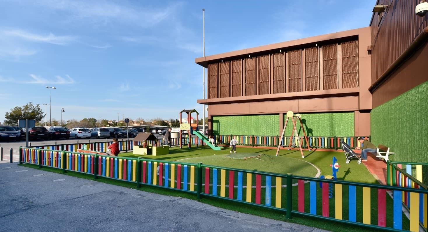 parque infantil exterior en sevilla factory